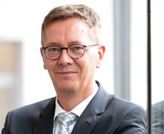 Dr. Eckehard Schulz von der Ergo finanziert Immobilien und spricht darüber mit Patrick Eisele. (© Nico Söldner)