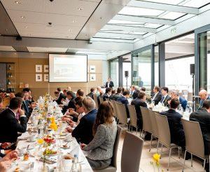Spannender Input am Morgen: Das Investment-Frühstück bringt Sie zum Thema Künstliche Intelligenz auf den neuesten Stand. (Bild: Andreas Schwarz)