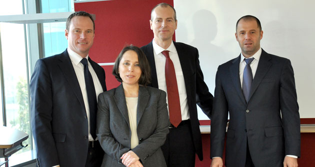 Gipfeltreffen der ETF-Experten in Frankfurt am Main: Simon Klein (Société Générale), Dr. Caroline Herkströter (Norton Rose), Dr. Dirk Klee (Blackrock), Thorsten Michalik (Deutsche Bank).
