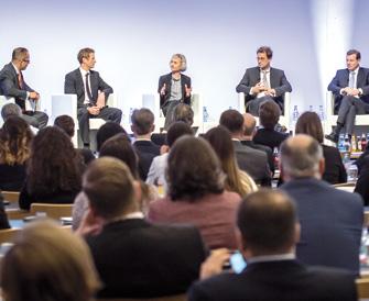 Vier Alternatives-Investoren diskutieren auf der BAIC 2018 vier alternative Umsetzungswege: Dr. Anton Buchhart, Dr. Michael Leinwand, Michaela Attermeyer und Dr. Christoph Schlegel sowie Moderator Rolf Dreiseidler (von rechts nach links). (Bild: BAI)
