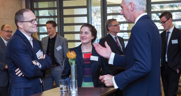 """Gedankenaustausch beim Expertenseminar zum Thema """"Nachhaltigkeit"""" im Oktober 2012 in Düsseldorf"""