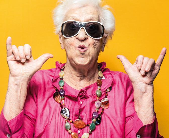 Daumen hoch für Aktien: Um die Garantieziele auch während der Niedrigzinsphase zu erreichen, müssen sich Pensionskassen an eine risikoreichere Allokation heranwagen. (Bild: Shutterstock)