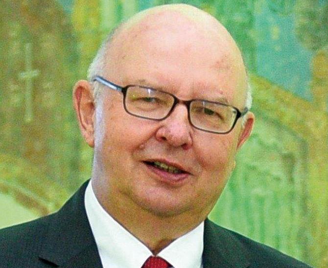 Ernst-Ludwig Drayß ist seit den 1970er Jahren in führenden Positionen der Finanzindustrie tätig.